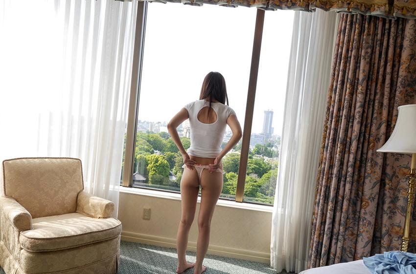 【Tバックエロ画像】Tバックを履いた女の子のお尻ってセクシーで大好きなんだよww 51