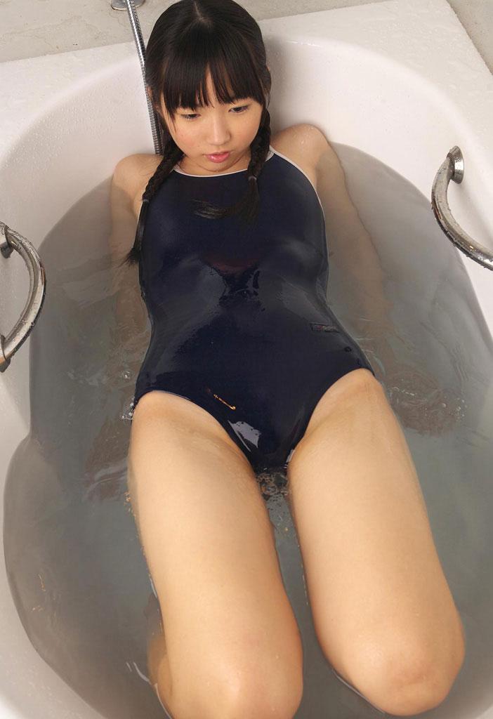 【スク水エロ画像】水着も色々あるけど中でもマニアに大人気の水着といったらコレだなw 03