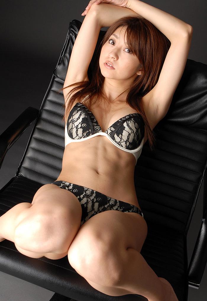 【下着姿エロ画像】ある意味では全裸よりも興奮してしまう下着姿の女の子! 32