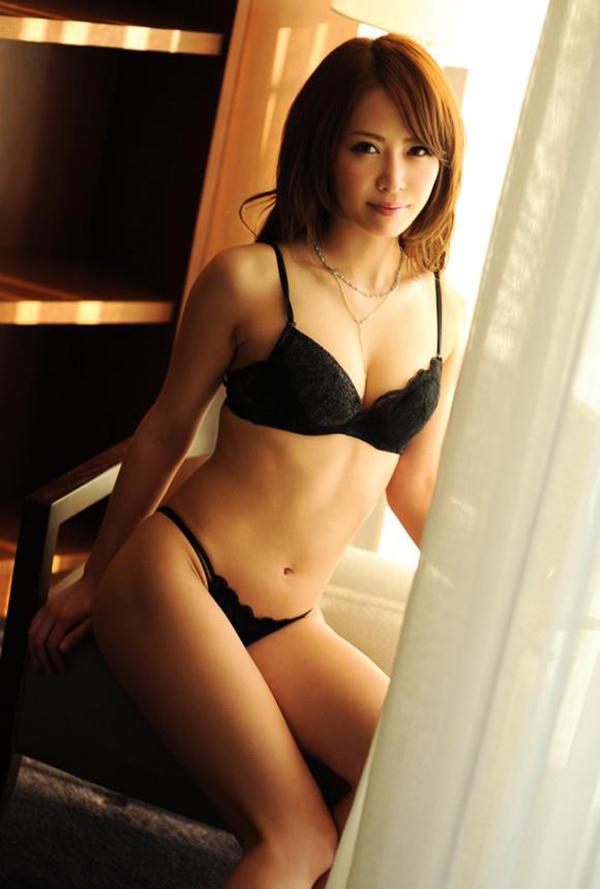 【下着姿エロ画像】ある意味では全裸よりも興奮してしまう下着姿の女の子! 33