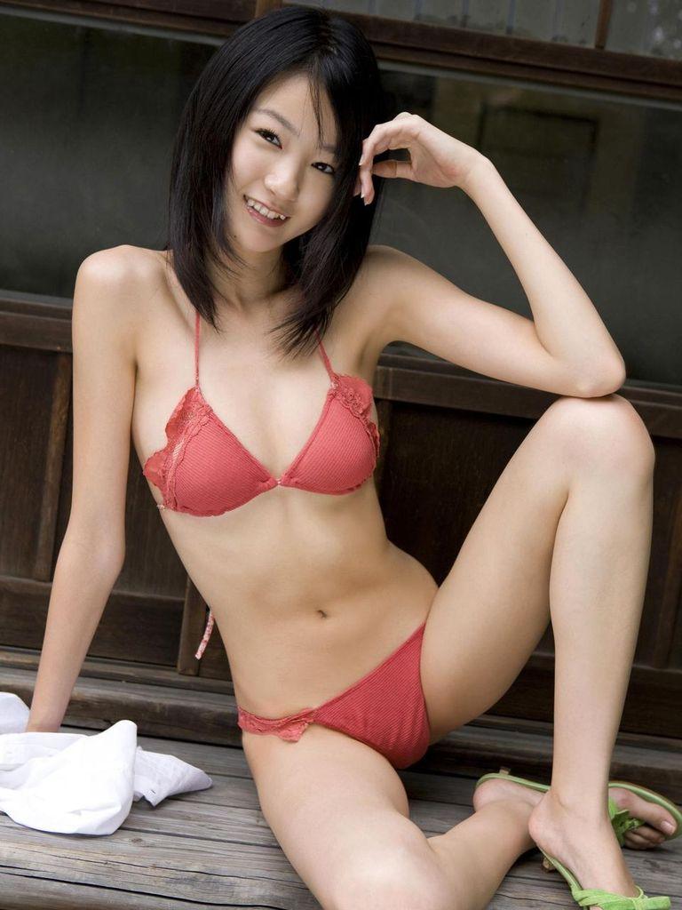 【水着エロ画像】夏にはまだ早いけど水着姿の女の子に思わずハァハァする画像ww 18