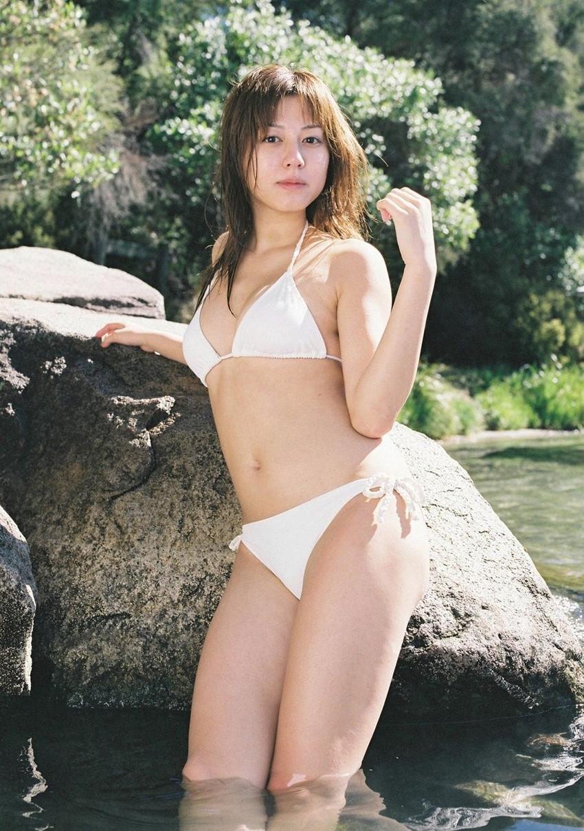 【水着エロ画像】夏にはまだ早いけど水着姿の女の子に思わずハァハァする画像ww 25