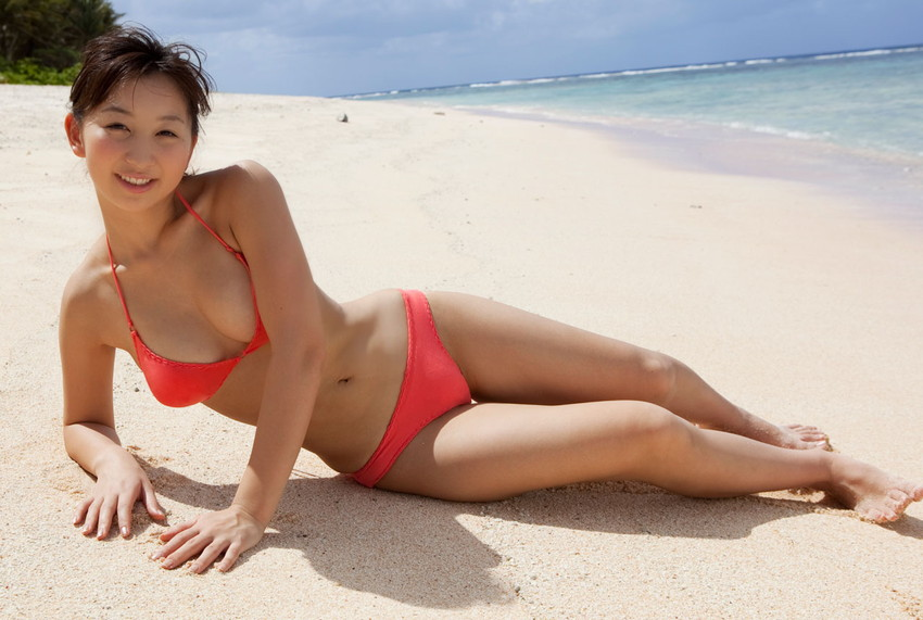 【水着エロ画像】夏にはまだ早いけど水着姿の女の子に思わずハァハァする画像ww 36