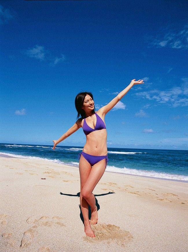 【水着エロ画像】夏にはまだ早いけど水着姿の女の子に思わずハァハァする画像ww 41