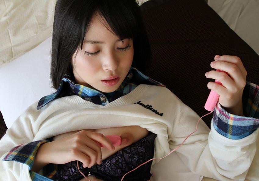 【ローターオナニーエロ画像】ブルブルふるえるローターの刺激がオナニーに最適!? 49