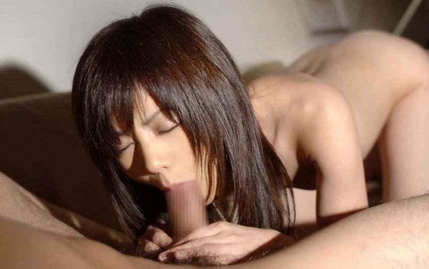 【全裸フェラチオエロ画像】全裸でフェラする女の姿に辛抱堪らん!フェラ好き寄ってこい! 25