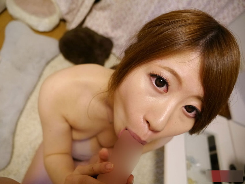 【全裸フェラチオエロ画像】全裸でフェラする女の姿に辛抱堪らん!フェラ好き寄ってこい! 49