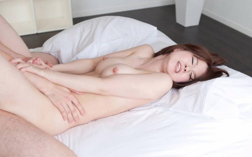 【正常位エロ画像】正常位でセックスする男女、傍から見ると結構エロいんだよなw 05