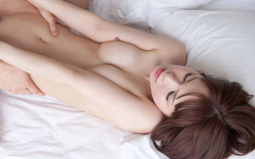 【正常位エロ画像】正常位でセックスする男女、傍から見ると結構エロいんだよなw 14