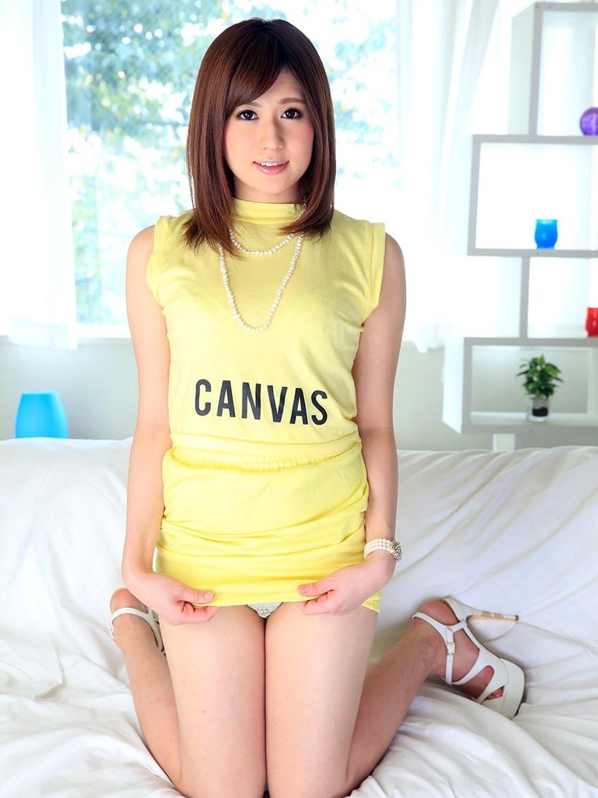 【セルフパンチラエロ画像】女の子自身がスカートをまくりあげてパンチラ見せるセルフパンチラww 38