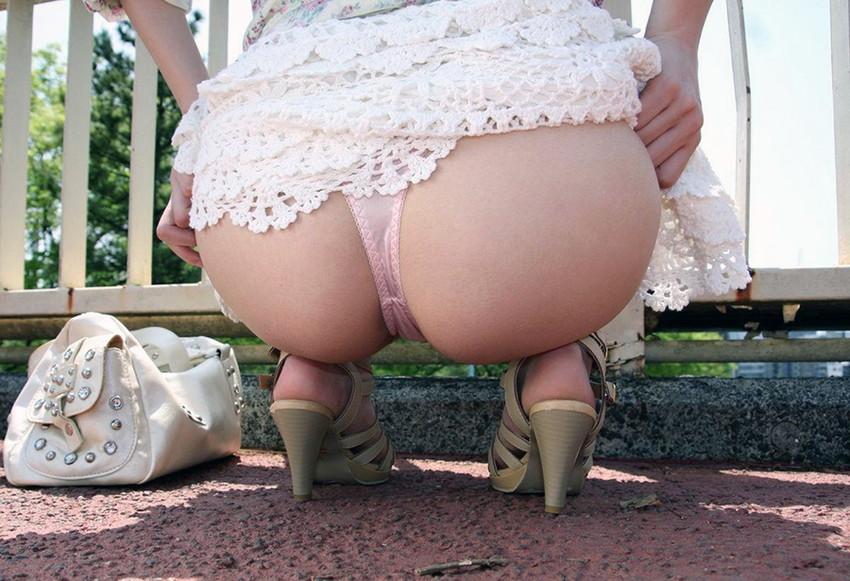 【Tバックエロ画像】女の子のお尻をさせにセクシーに美しく演出してしまう万能下着w 26