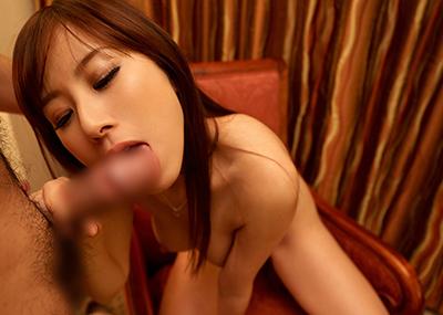 【全裸フェラチオエロ画像】全裸でチンポを求める女がエロすぎて勃起不可避なフェラ画像