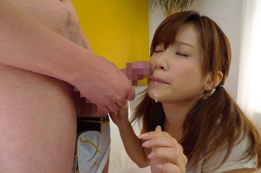 【顔射エロ画像】女の子の顔に男の欲望の汁をぶっかけて征服感を満たす顔射!