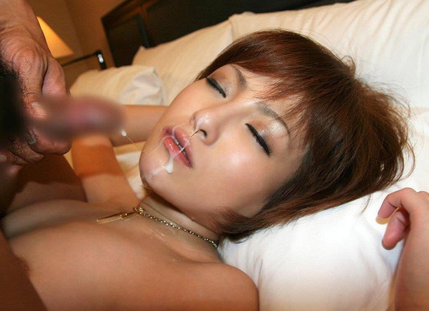 【顔射エロ画像】女の子の顔に男の欲望の汁をぶっかけて征服感を満たす顔射! 39