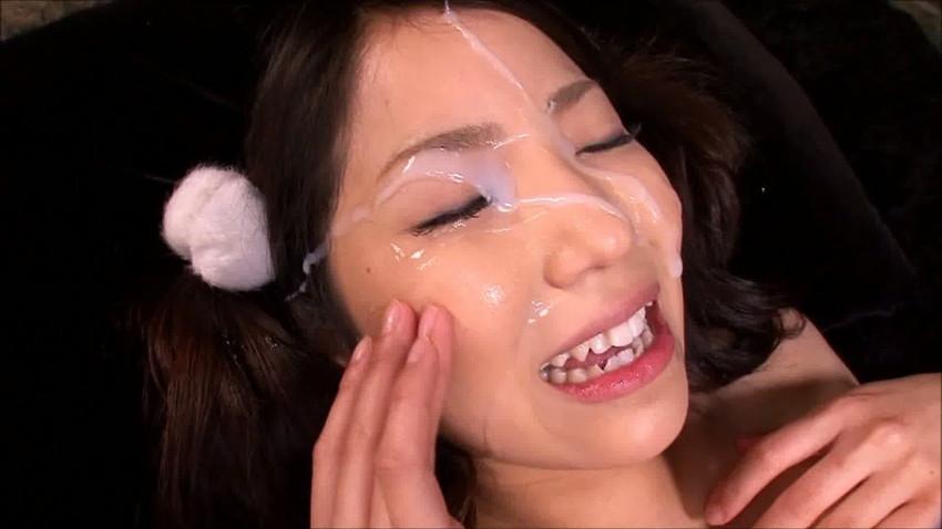 【顔射エロ画像】女の子の顔に男の欲望の汁をぶっかけて征服感を満たす顔射! 52