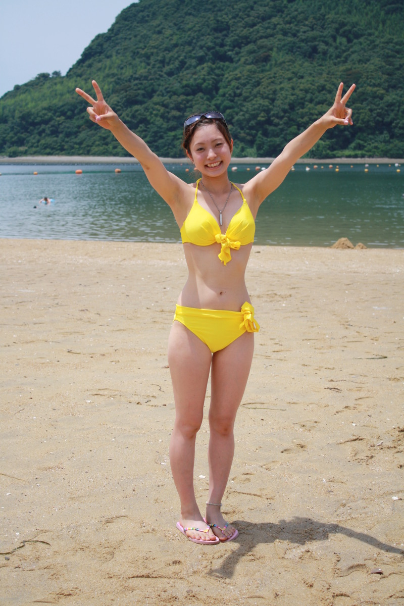 【素人水着エロ画像】素人娘たちの生々しい水着姿にハァハァしてしまうエロ画像ww 24