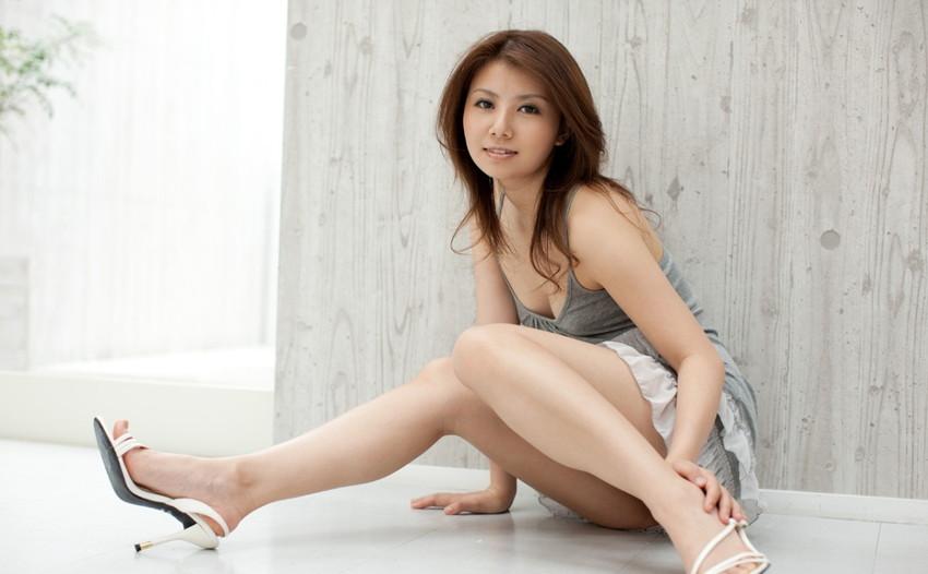 【美脚エロ画像】美しき脚線美!女の子のスラリと伸びた美脚を愛でる美脚エロ画像 06