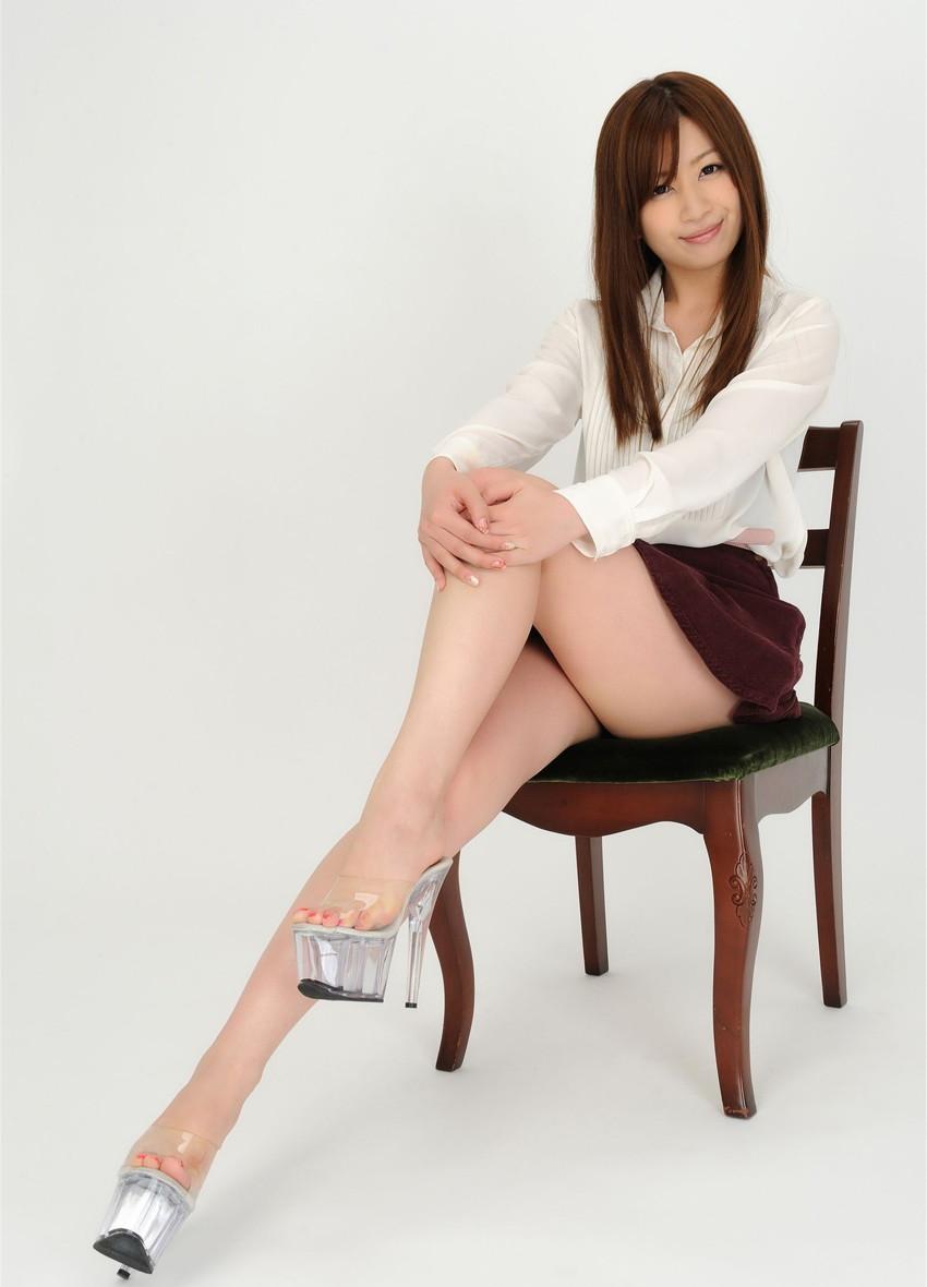 【美脚エロ画像】美しき脚線美!女の子のスラリと伸びた美脚を愛でる美脚エロ画像 12