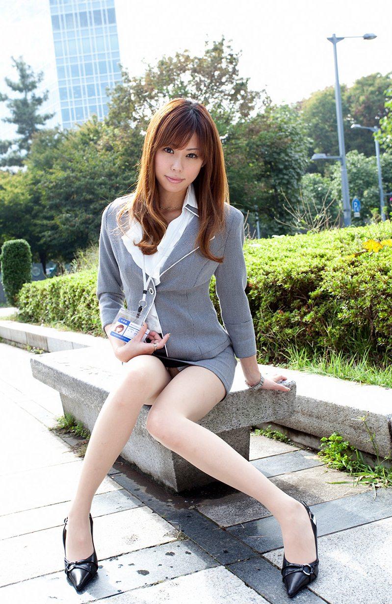 【美脚エロ画像】美しき脚線美!女の子のスラリと伸びた美脚を愛でる美脚エロ画像 26