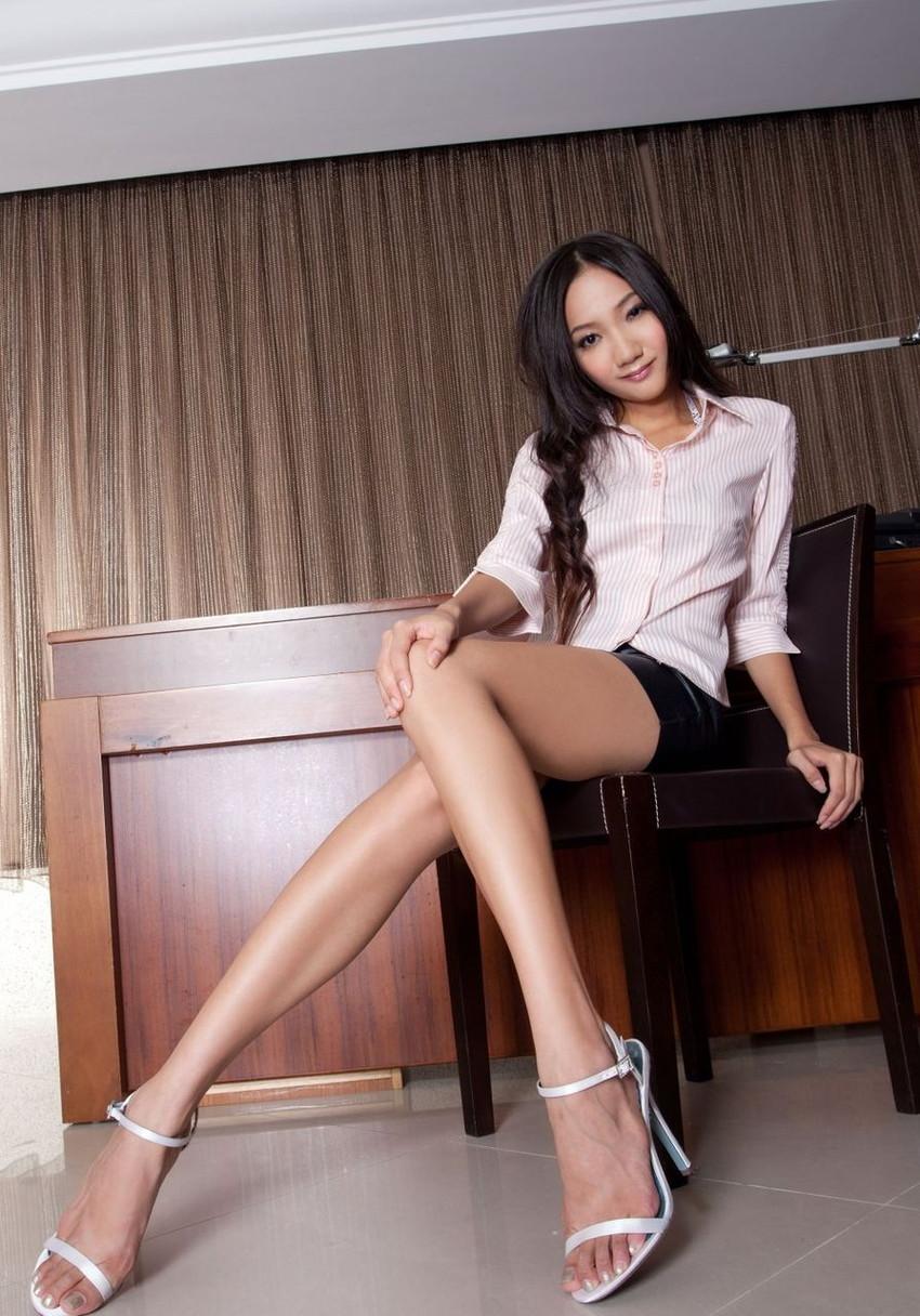 【美脚エロ画像】美しき脚線美!女の子のスラリと伸びた美脚を愛でる美脚エロ画像 27