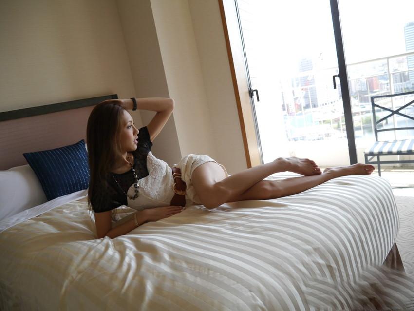 【美脚エロ画像】美しき脚線美!女の子のスラリと伸びた美脚を愛でる美脚エロ画像 29