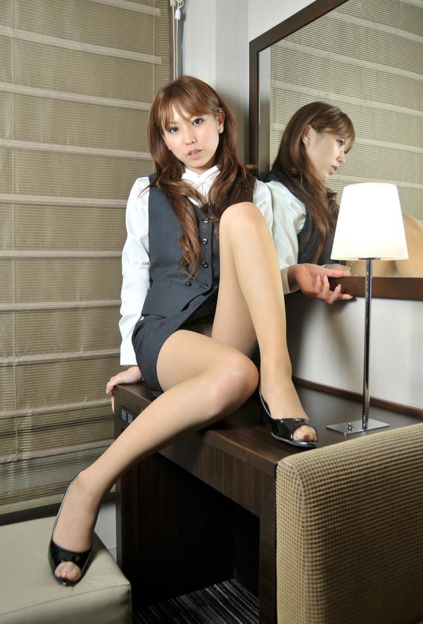【美脚エロ画像】美しき脚線美!女の子のスラリと伸びた美脚を愛でる美脚エロ画像 51