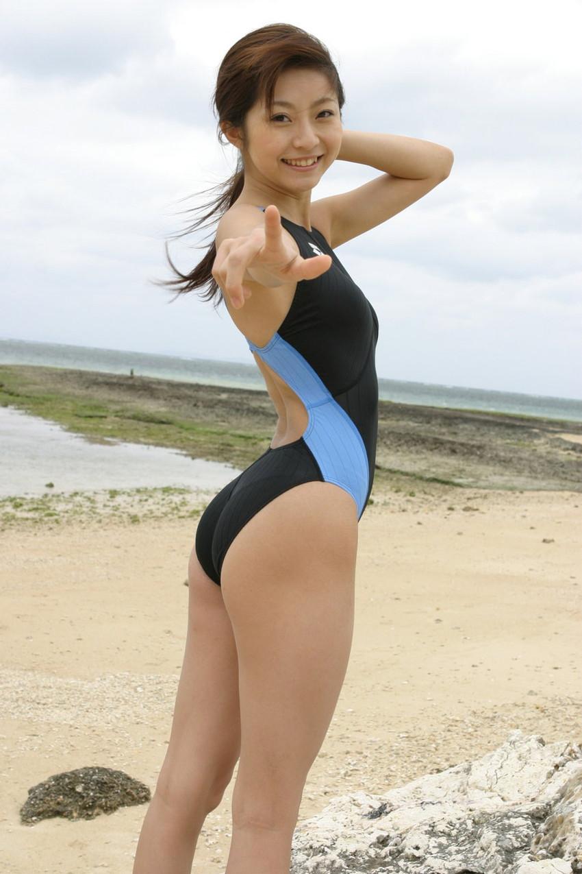 【競泳水着エロ画像】ガチでエロい水着は実は競泳水着なんじゃね?っていうエロ画像 05