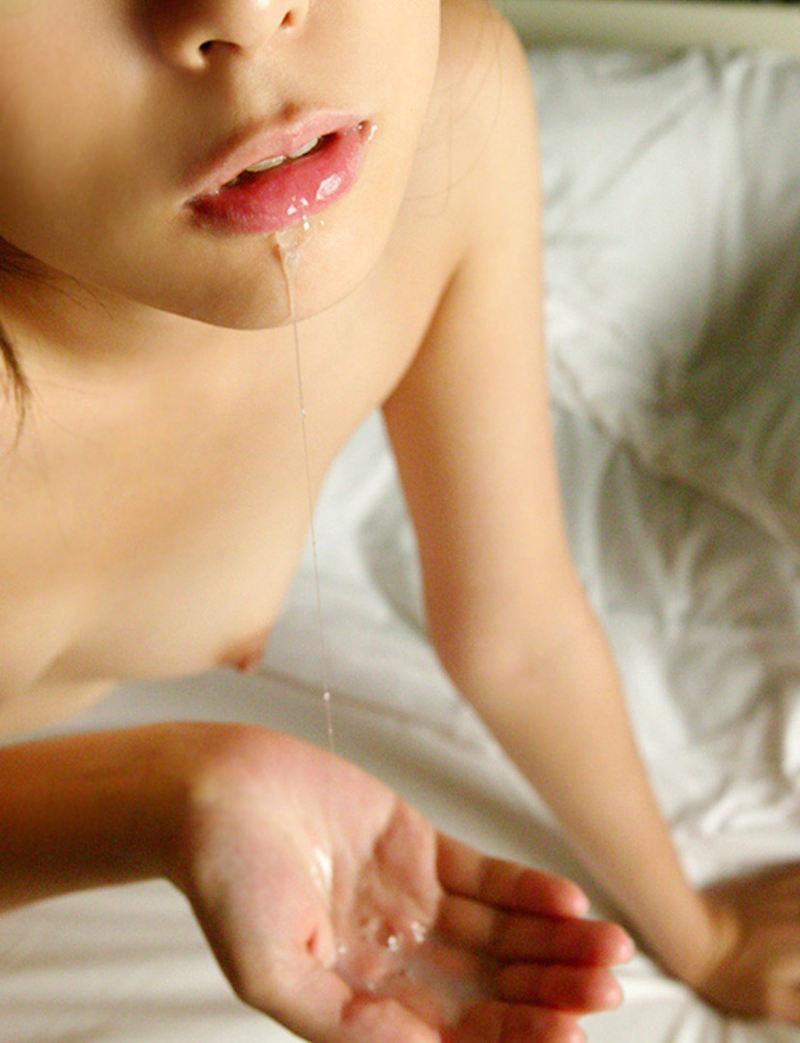 【口内発射エロ画像】女の子の口内で男の欲望の汁を思いっきり吐き出したったww 35