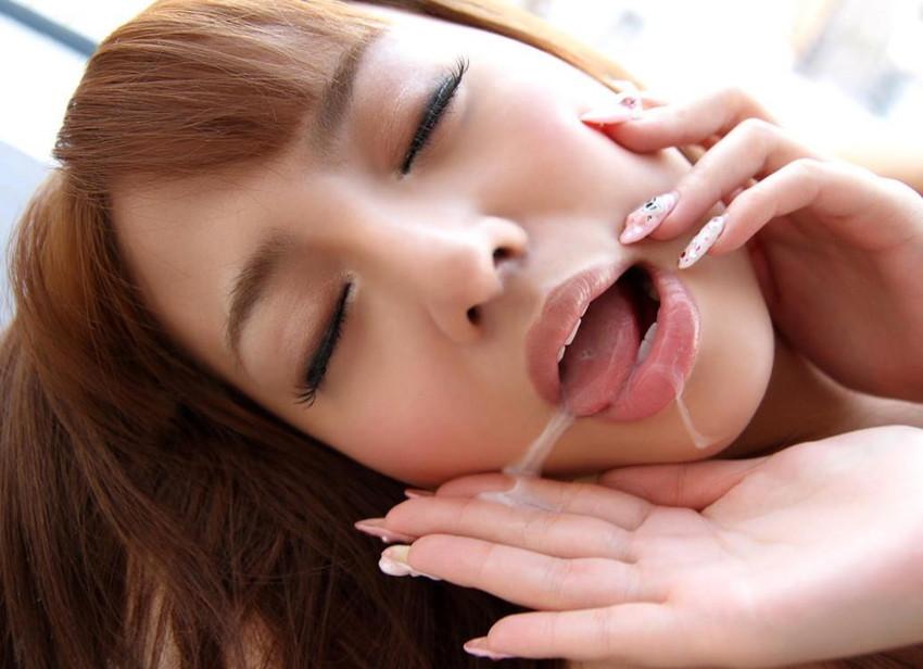 【口内発射エロ画像】女の子の口内で男の欲望の汁を思いっきり吐き出したったww 37