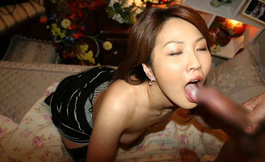 【口内発射エロ画像】女の子の口内で男の欲望の汁を思いっきり吐き出したったww 52
