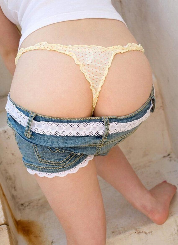 【Tバックエロ画像】Tバックで演出された女の子の美尻って抜けるだろ? 12