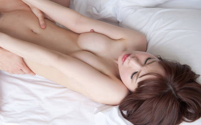 【正常位エロ画像】意外にもエロい正常位でセックスするカップルのエロ画像 06