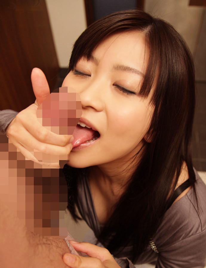 【着衣フェラチオエロ画像】女の子に着衣のままフェラチオされると妙にドキドキするww 11