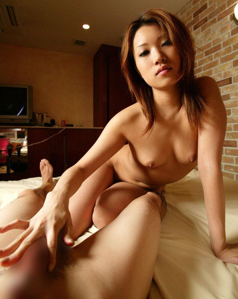 【手コキエロ画像】女の子によるソフトな奉仕、自分でするより気持ちいいぜ!www 06