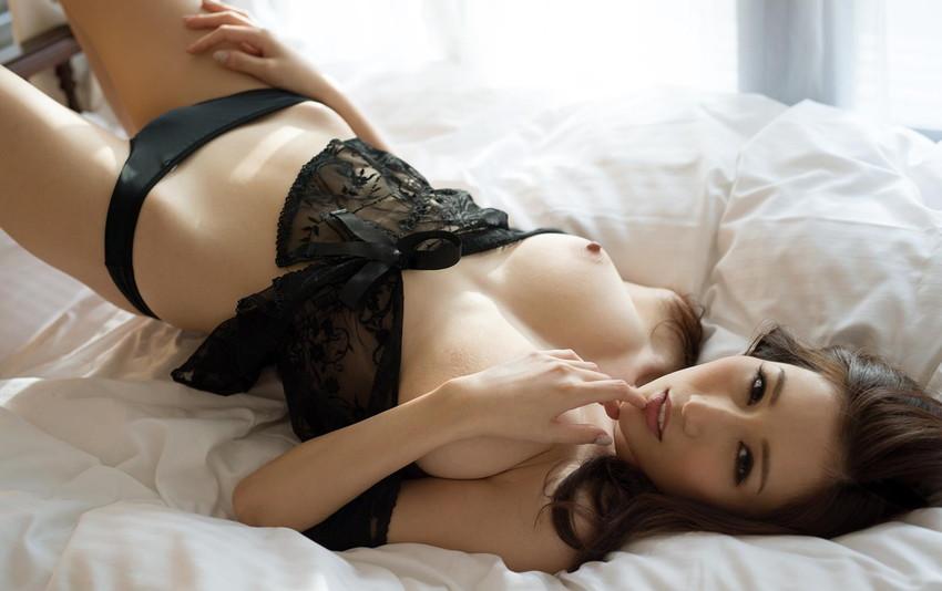 【JULIAエロ画像】美巨乳、もっと言えば神乳とも呼べるAV女優のJULIA特集! 15