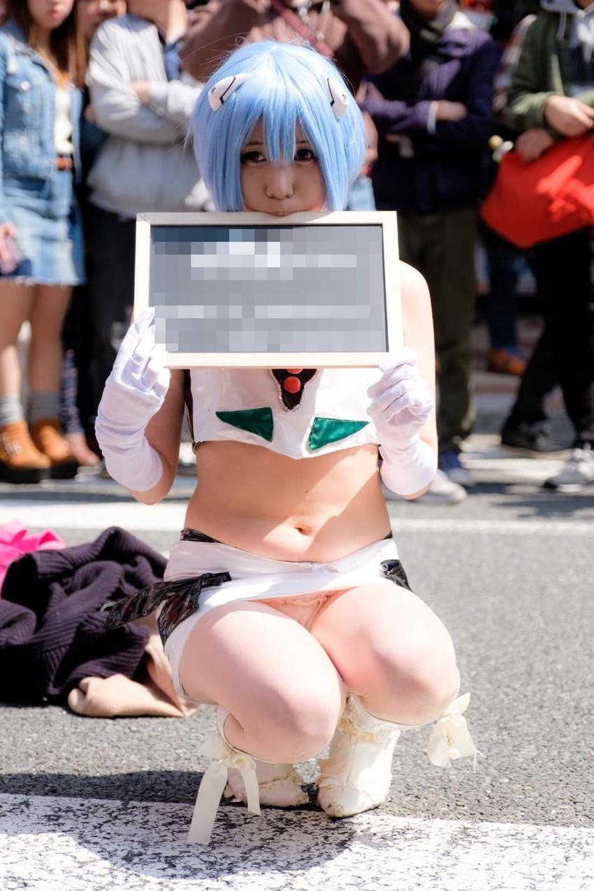 【コミケエロ画像】コミケで見かける露出過多の素人コスプレイヤーたち! 30