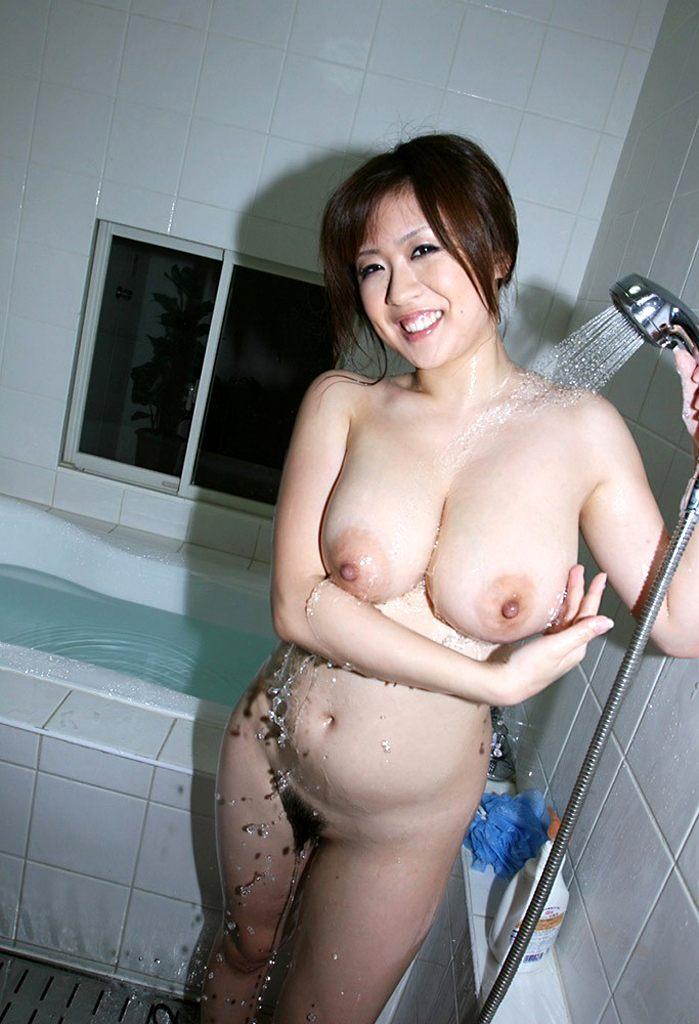 【シャワーエロ画像】シャワー中の女の子、実はシャワーでオナニーする女子もいるそうなw 05