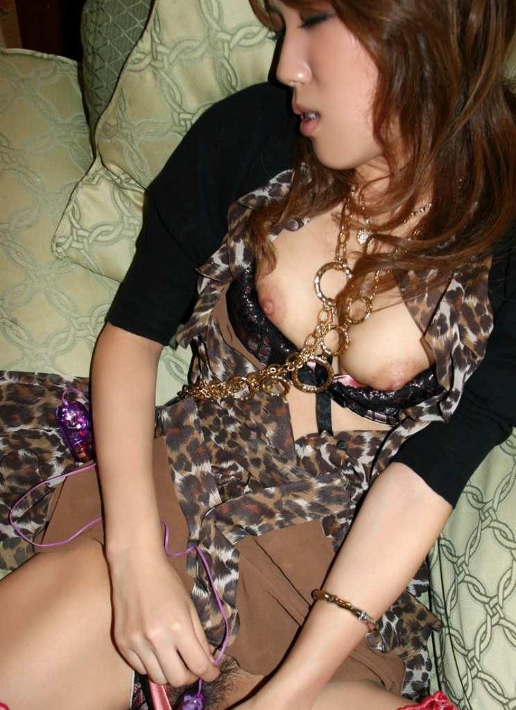 【ローターオナニーエロ画像】刺激的なローターを用いてオナニーする女子エロすぎて草ww 02