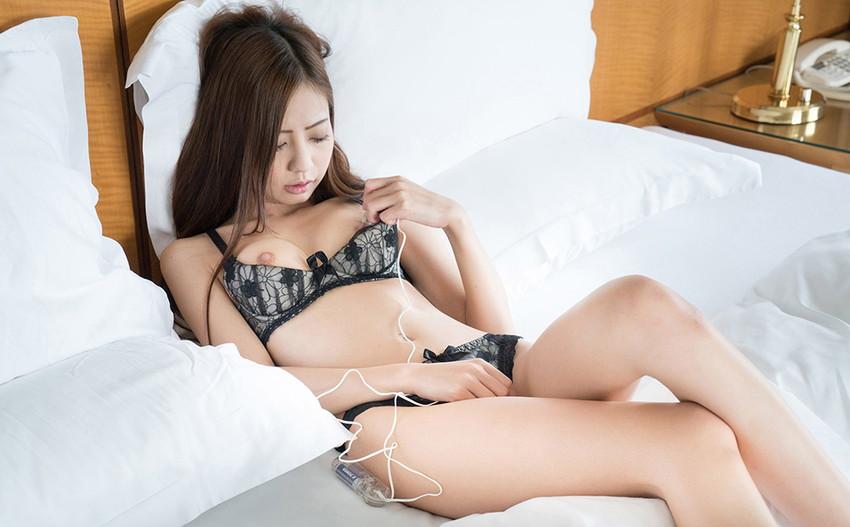 【ローターオナニーエロ画像】刺激的なローターを用いてオナニーする女子エロすぎて草ww 55