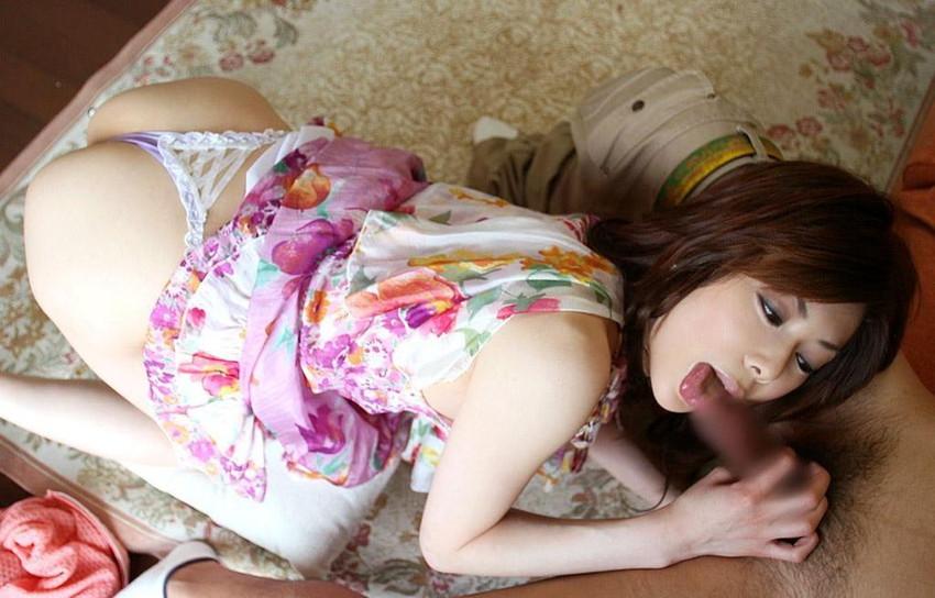 【着衣フェラチオエロ画像】拘りの着衣フェラ!着衣のままチンポにご奉仕する女!