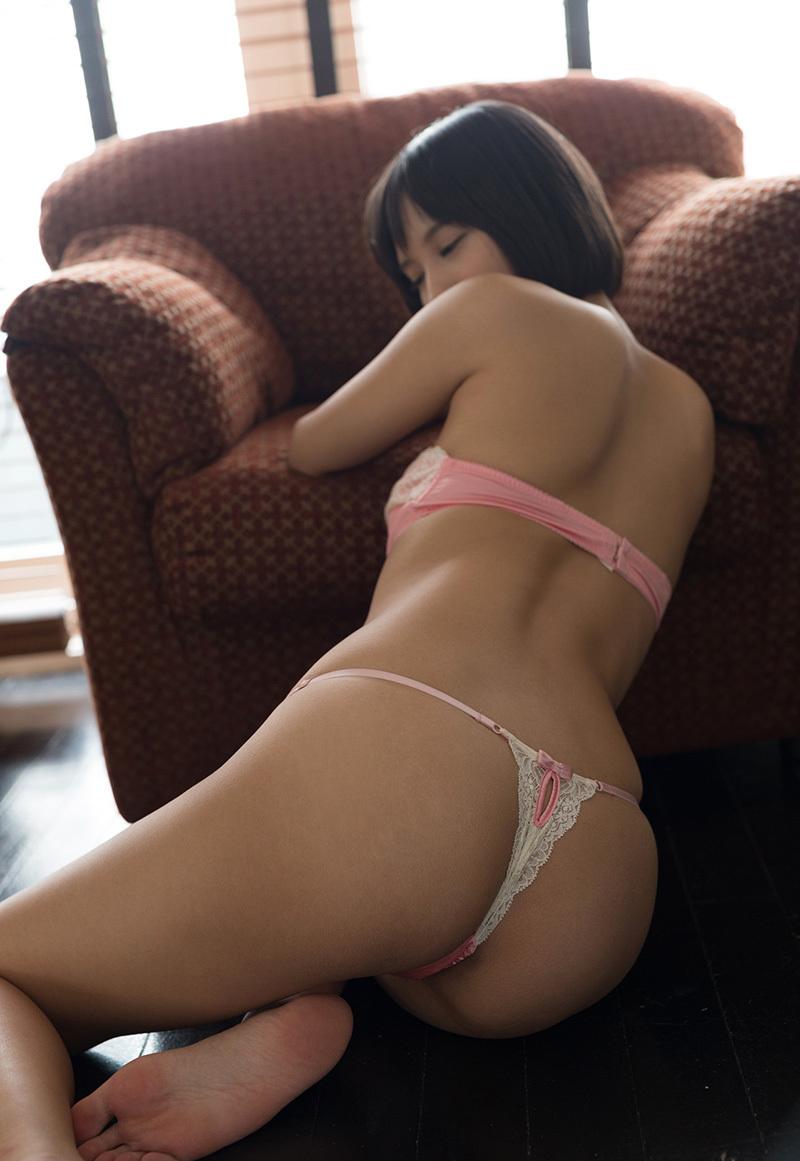 【Tバックエロ画像】美尻の女の子に履いてほしいお尻を強調したパンティーがこちらww 18