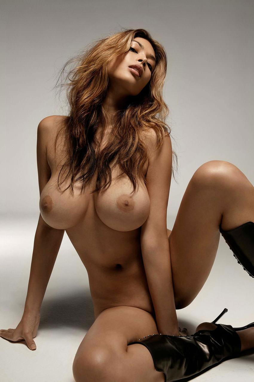 【海外ヌードエロ画像】白く透き通りそうな美肌!海外女性のヌード特集! 10