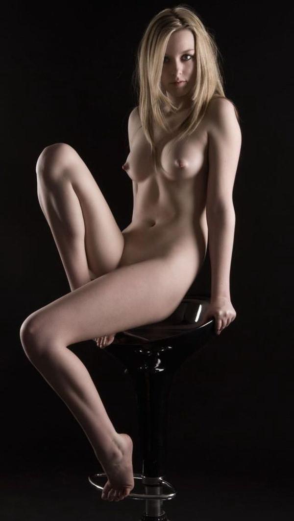 【海外ヌードエロ画像】白く透き通りそうな美肌!海外女性のヌード特集! 25