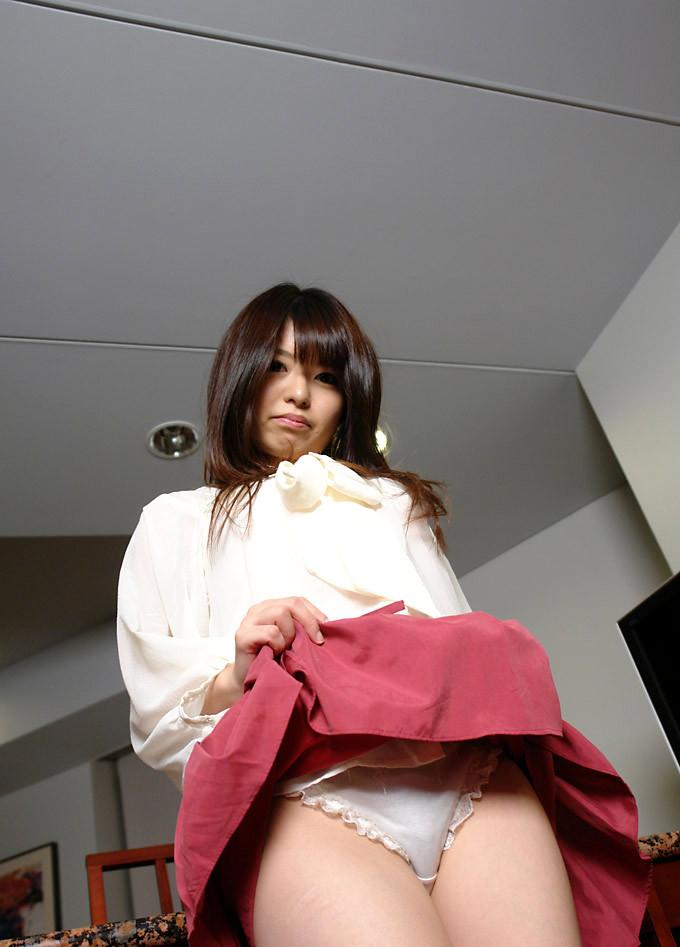 【セルフパンチラエロ画像】女の子自らスカートを捲り上げて見せるセルフパンチラw 25