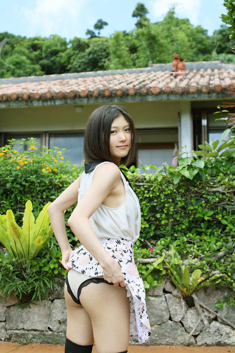 【セルフパンチラエロ画像】女の子自らスカートを捲り上げて見せるセルフパンチラw 28