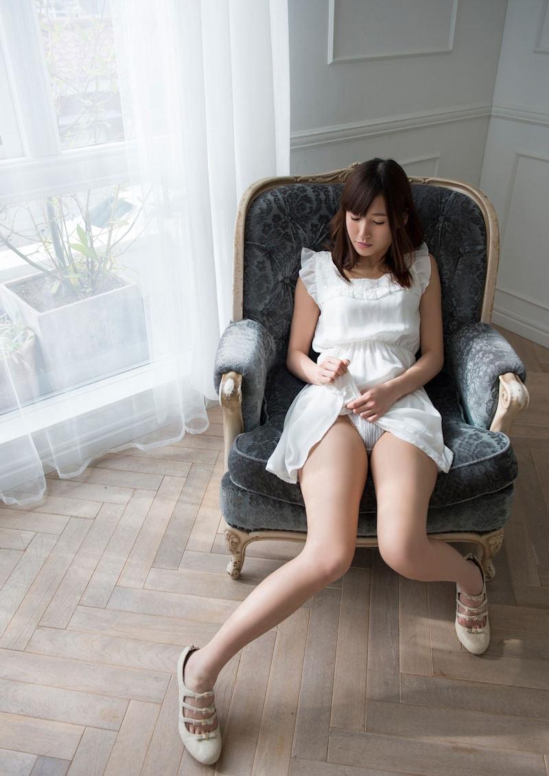 【セルフパンチラエロ画像】女の子自らスカートを捲り上げて見せるセルフパンチラw 35