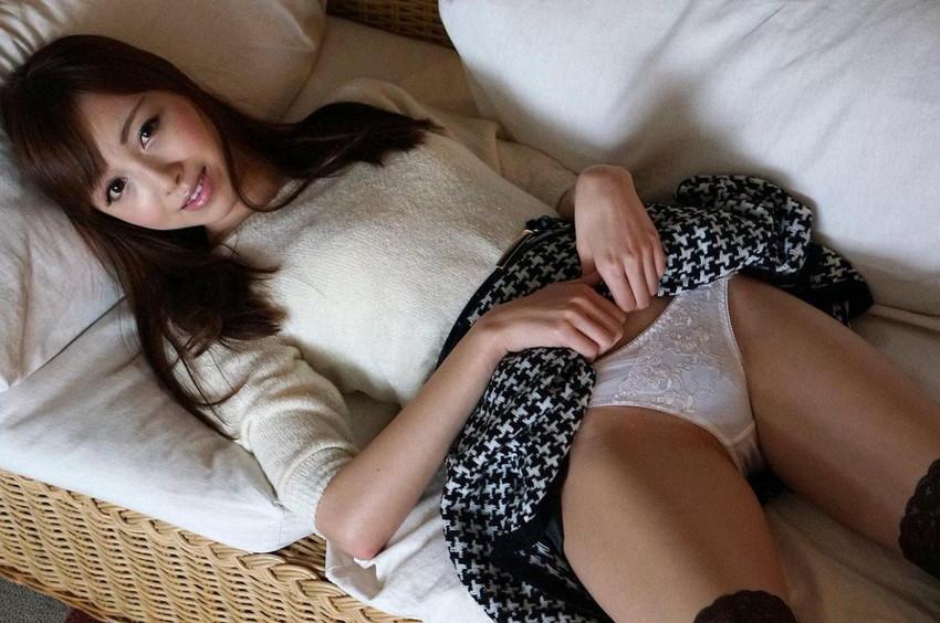 【セルフパンチラエロ画像】女の子自らスカートを捲り上げて見せるセルフパンチラw 42