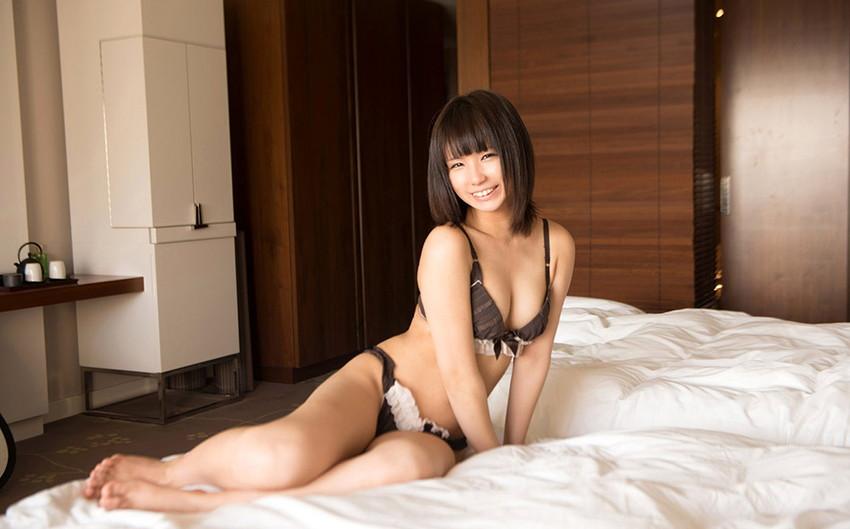 【下着姿エロ画像】セクシーな可愛さに思わずニヤニヤしてしまう下着姿の女の子特集! 15