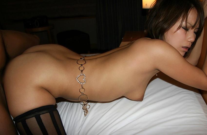 【バックエロ画像】お尻好きの男が好むというお尻を眺めながらハメられる体位! 17