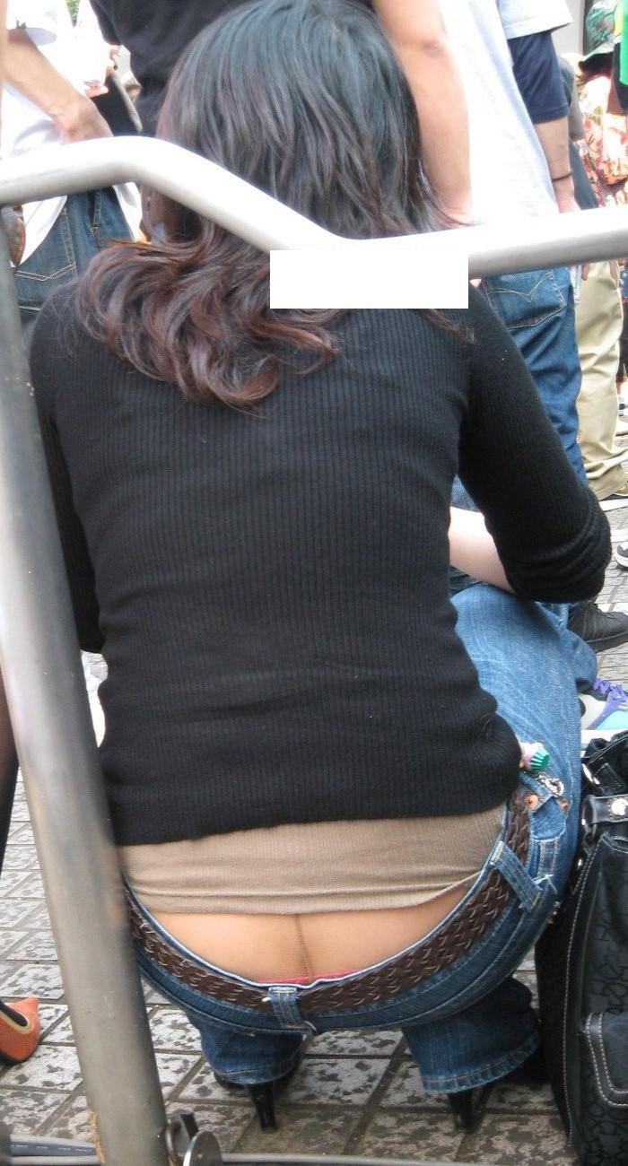 【ローライズエロ画像】これはパンチラなのか?ローライズから覗く下着がエロッ! 13